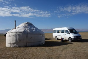"JAKARTA DISORDER-Tour: ""Bir Duino Kyrgyzstan 2014"", screening in the yurts of the nomads on the high plains"