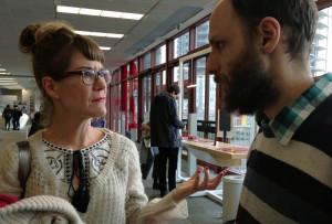Zeit für die UNDOX-KuratorInnen, sich auszutauschen: Amina Handke & David Kellner.